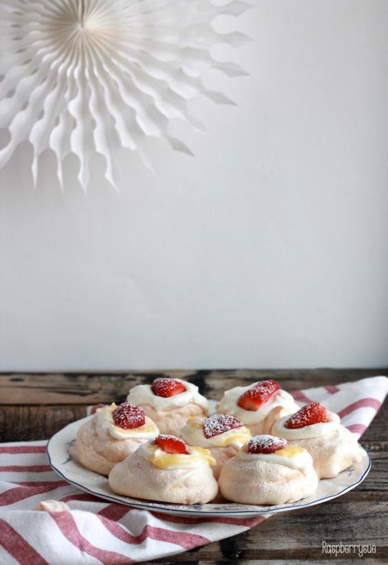 Erdbeer Pavlovas
