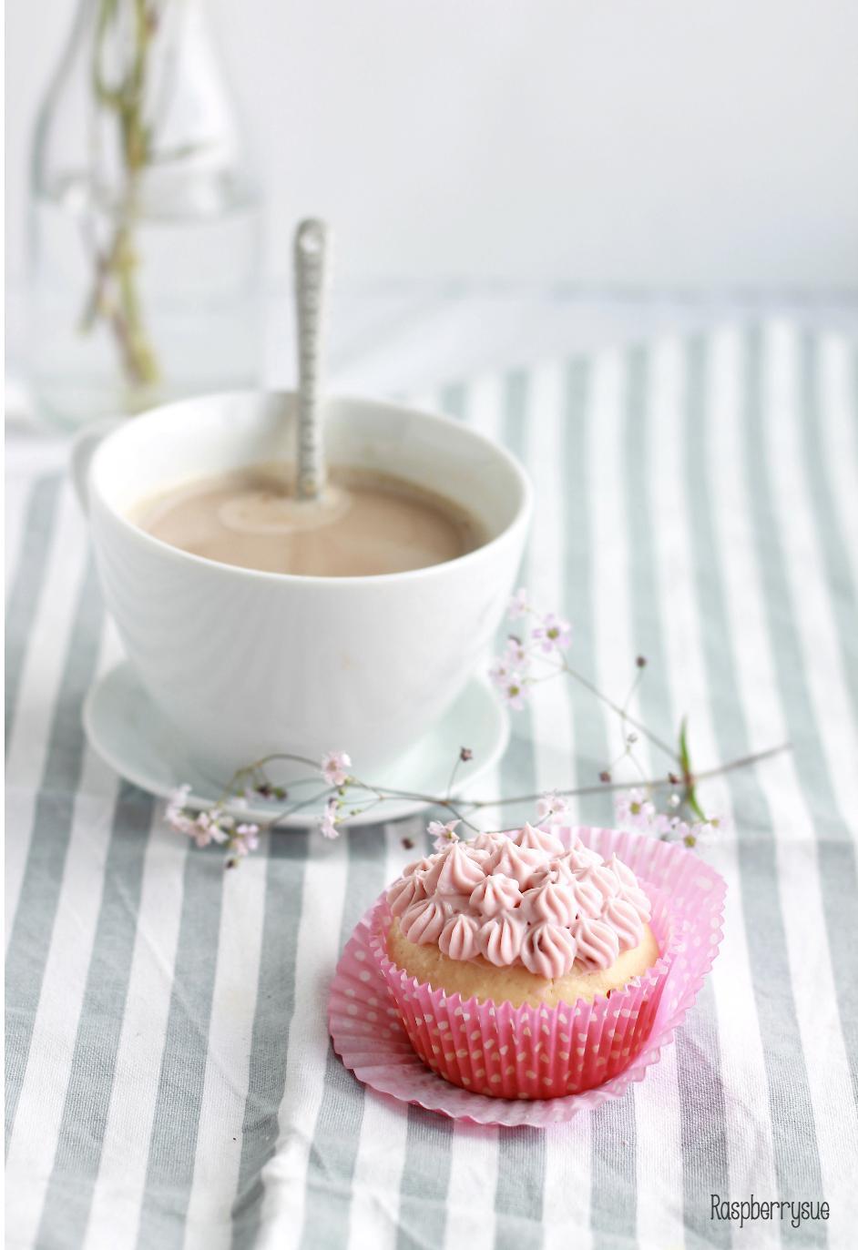 happy birthday himbeer kokos cupcakes raspberrysue. Black Bedroom Furniture Sets. Home Design Ideas