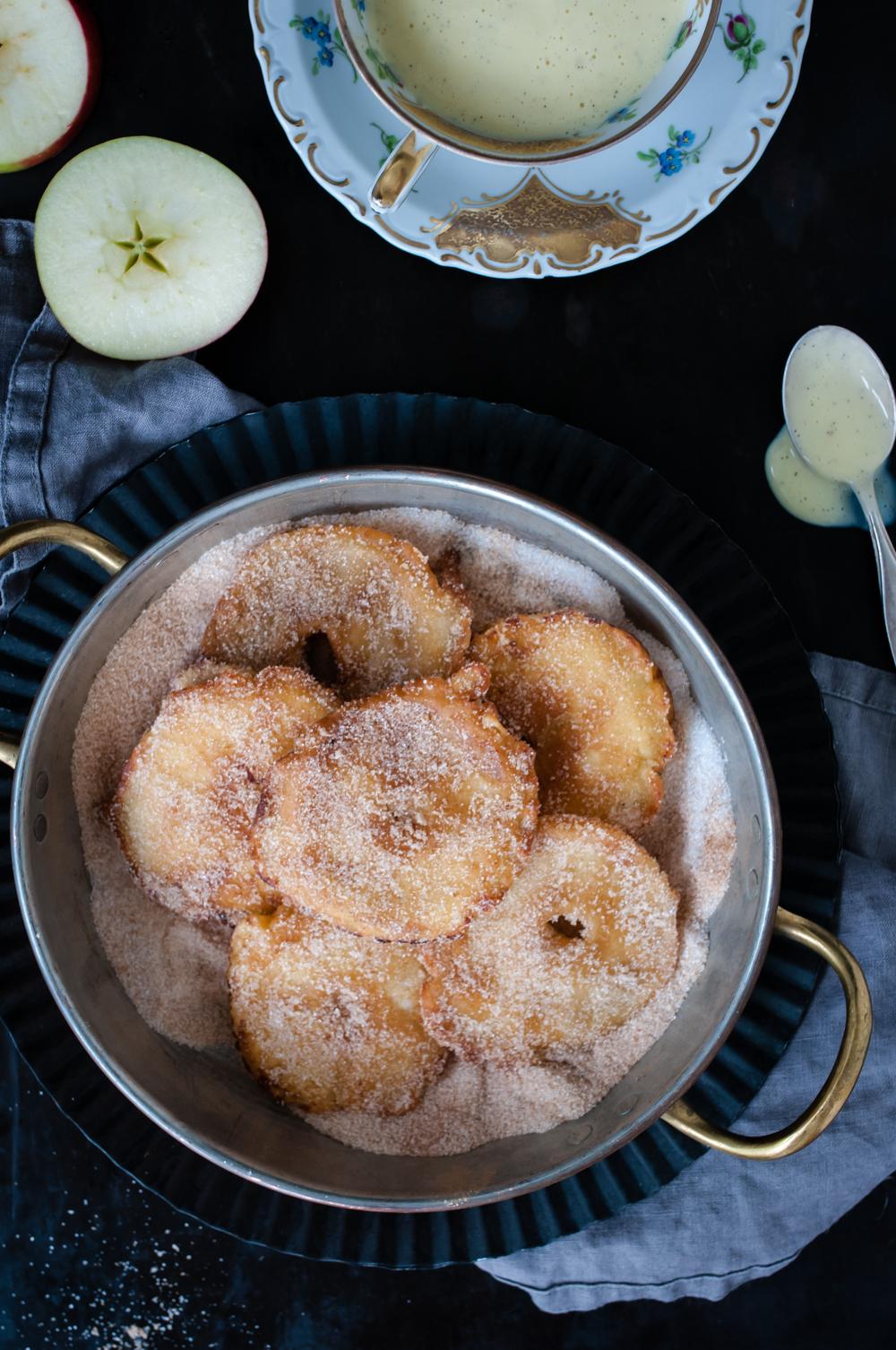 {Heimweh} Apfelküchle mit Vanillesauce von Trickytine