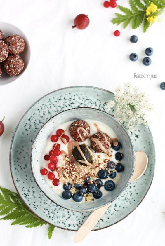 Breakfast Bowl mit Energiebällchen 1