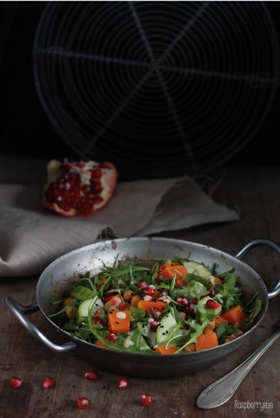 herbstlicher-salat-mit-rucola-und-kuerbis