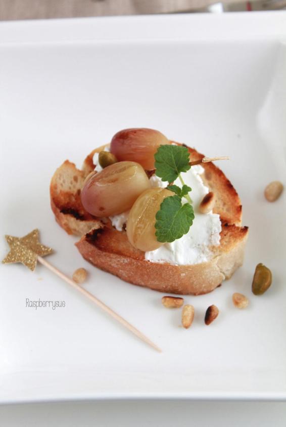 trauben-bruschetta-mit-ziegenkaese