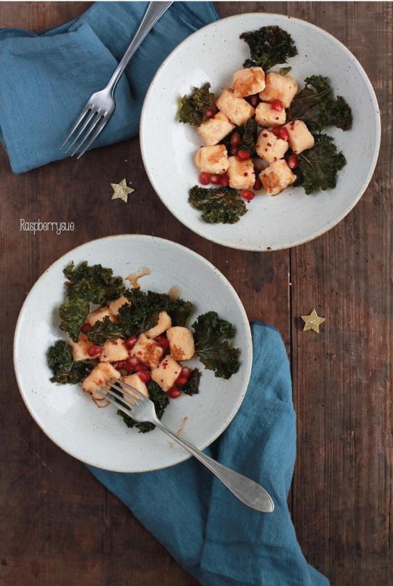 selbstgemachte-gnocchi-mit-gruenkohlchips-und-balsamico